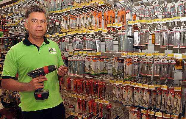 Diretor da Leroy Merlin de Contagem, Eduardo Gomes diz que a bricolagem se encaixou como hobby no dia a dia dos brasileiros e por isso faz tanto sucesso  - Eduardo de Almeida/RA Studio