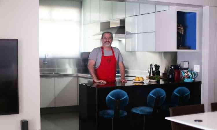 O psiquiatra Daniel Schichman sempre gostou de cozinhar e conta que adora reunir a família e os amigos nesse espaço - Arquivo Pessoal/Divulgação