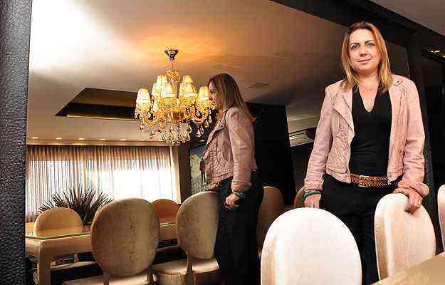 A designer de interiores Larissa Leão recomenda espelhos bronze ou mesmo fumê  - Eduardo de Almeida/RA studio