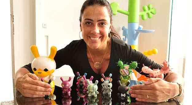A designer Vivianne Roscoe usa o toy art em seus projetos, além de colecioná-los - Eduardo Almeida/RA Studio