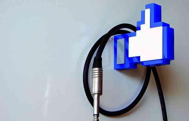 Em formato de curtida do Facebook, o cabideiro é inusitado, porém é proibido deixar objetos pesados. O preço é R$ 80  - Divulgação