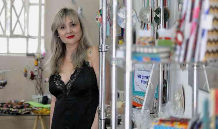 Para a curadora Cynthia Rabello, o fazer artístico e artesanal é algo único, ao contrário dos objetos industrializados. Peças caem bem em diferentes propostas de decoração - Gladyston Rodrigues/EM/D.A Press