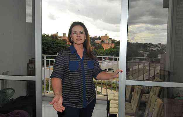 A aposentada Maria das Graças instalou películas em todas as janelas do apartamento  - Marcos Michelin/EM/D.A Press