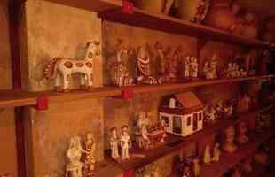 A arte popular expressa a identidade de um povo, com sua cultura, tradição, memória e modo de viver. Na foto, acervo da colecionadora Priscila Freire