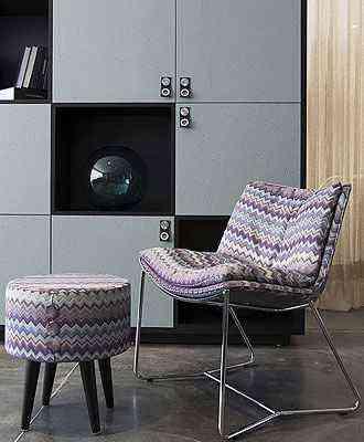 Cadeira e pufe da estampa da marca italiana Missoni se destacam pelo ziguezague - Todeschini/Divulgação