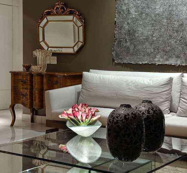 Modelo clássico é a aposta  da decoradora Jacqueline Salomão para o canto da sala de estar - Jomar Bragança/Divulgação