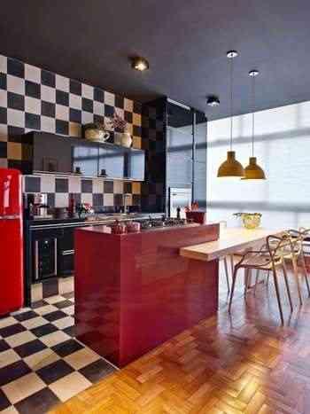Cozinha com o teto preto, projeto da arquiteta Gislene Lopes - Jomar Bragança/Divulgação