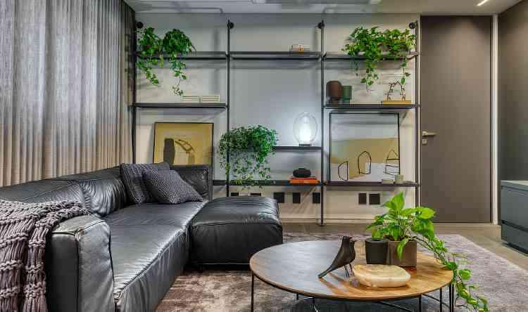 Plantas e vasos com diferentes desenhos são um recurso simples, com grandes resultados, como nesse projeto de Junior Piacesi - Gustavo Xavier/Divulgação