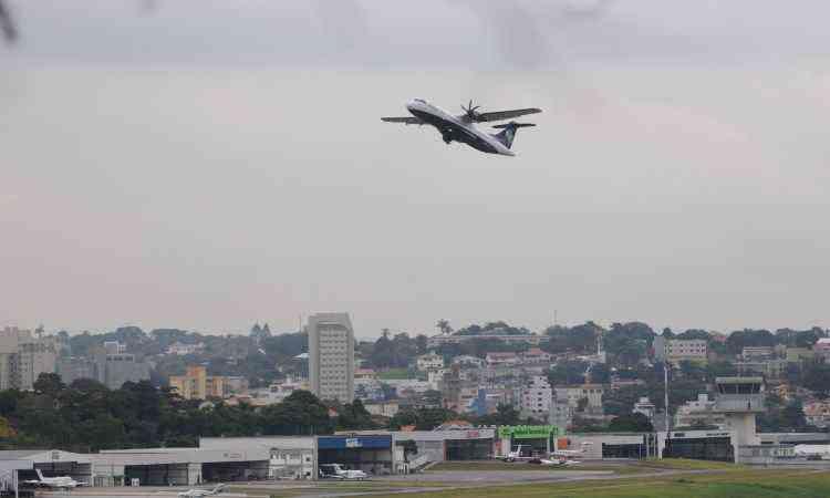 Bairros no entorno do aeroporto da Pampulha, como Santa Mônica e Ouro Preto, podem ser afetados - Gladyston Rodrigues/EM/D.A Press