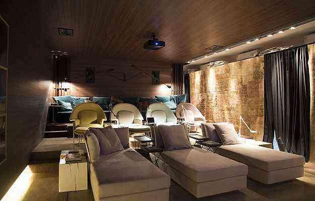Em uma real sala de exibição, ambiente realça a possibilidade de ter um confortável e tecnológico cinema dentro de casa - Thiago Ventura/EM/D.A Press