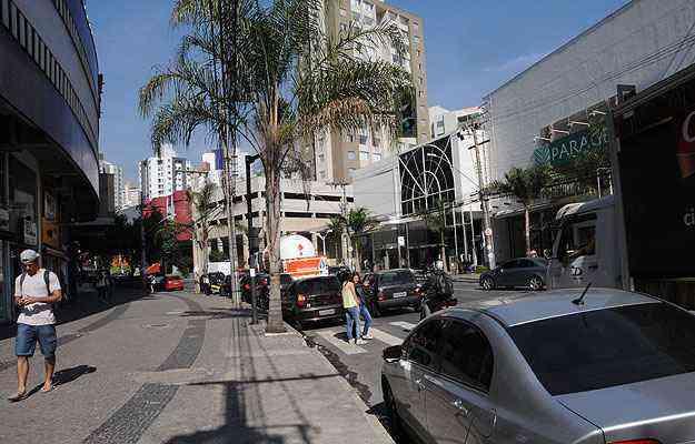 Principal via do bairro, a Avenida Professor Mário Werneck tem infraestrutura comercial completa - Paulo Filgueiras/EM/D.A Press - 23/5/14