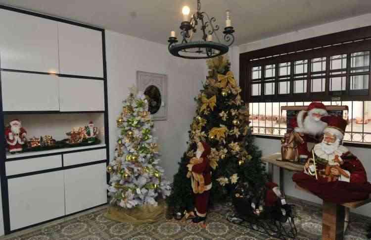 As árvores podem ser encontradas prontas nas lojas ou montadas de acordo com a criatividade do freguês - Jair Amaral/EM/D.A Press