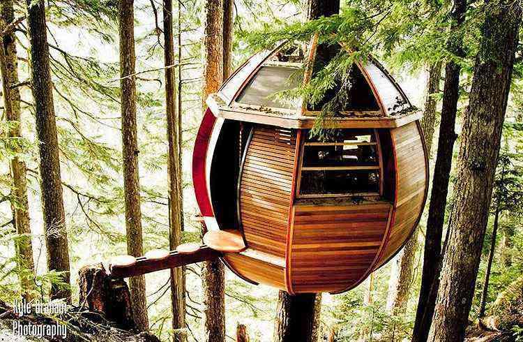 The HemLoft, em Whistler, no Canadá, construído apenas com materiais gratuitos - Kyle Braham/Divulgação