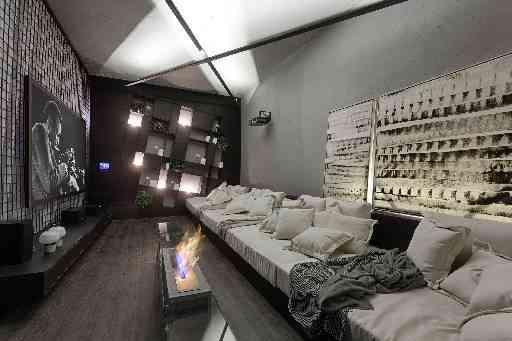O arquiteto Júnior Piacesi usou o preto para criar um estilo moderno e descolado levando luxo para ambiente - Gustavo Xavier/Divulgação