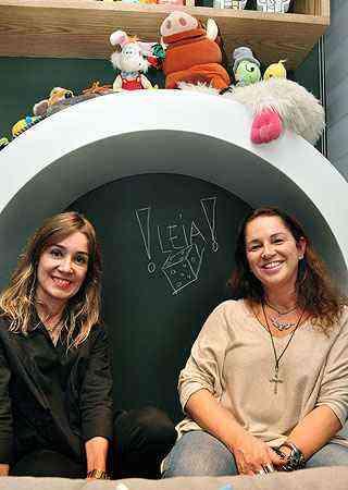 As decoradoras Claudia e Sylvia Navarro mostram o quarto cheio de diversão para as crianças - Eduardo Almeida/RA Studio