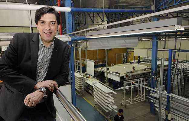 Leonardo Torres, diretor comercial da Criativa, diz que a manutenção adequada pode aumentar em até 50% a vida útil de cortinas e persianas  - Jair Amaral/EM/D.A Press