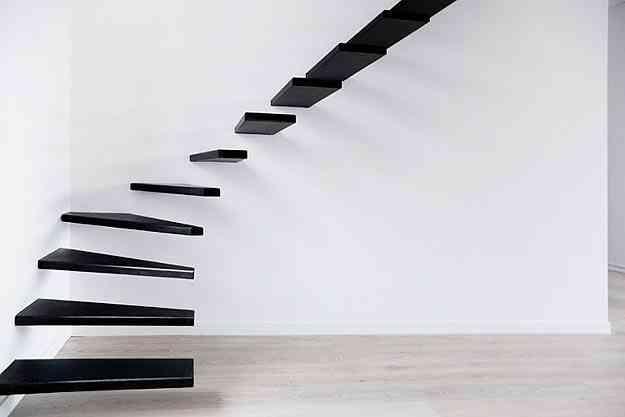 Escada projetada pelo estúdio Ecole, para um apartamento em Paris - Xavier André/Ecole/Divulgação