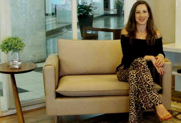 Fernanda Berni, designer de ambientes e consultora do decorador on-line do Shopping Minascasa, considera fundamental conhecer o perfil dos moradores antes de realizar o projeto - Fernanda Berni/Divulgação