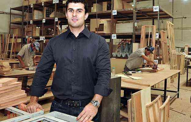 O diretor-administrativo e financeiro da Sava, Bruno Guerra, diz que a demanda por móveis feitos sob encomenda cresceu, principalmente entre profissionais da decoração - Eduardo Almeida/RA Studio