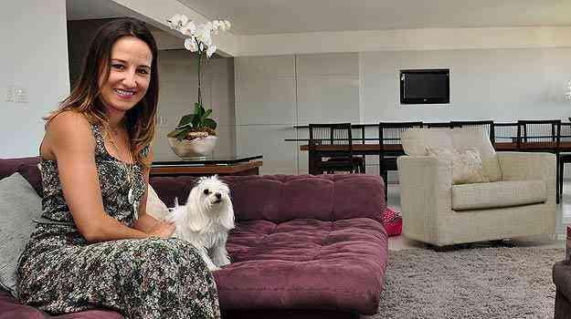 A arquiteta Marina Dubal diz que observar a resistência dos tecidos usados para revestir  sofás e outras peças é essencial para mantê-los por mais tempo - Eduardo de Almeida/RA studio
