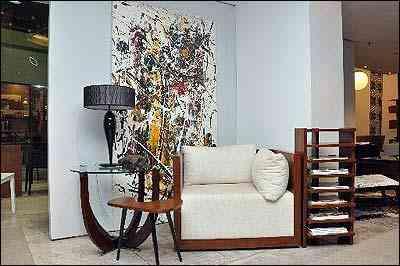Para não abrir buracos nas paredes, solução é encontrar espaços para quadros ficarem sobre móveis ou mesmo no chão - Eduardo Almeida/RA Studio