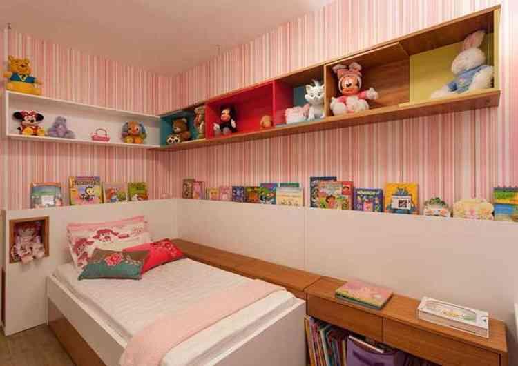 Prateleiras e gavetas ajudam a deixar o quarto das crianças mais arrumado - Henrique Queiroga/Divulgação