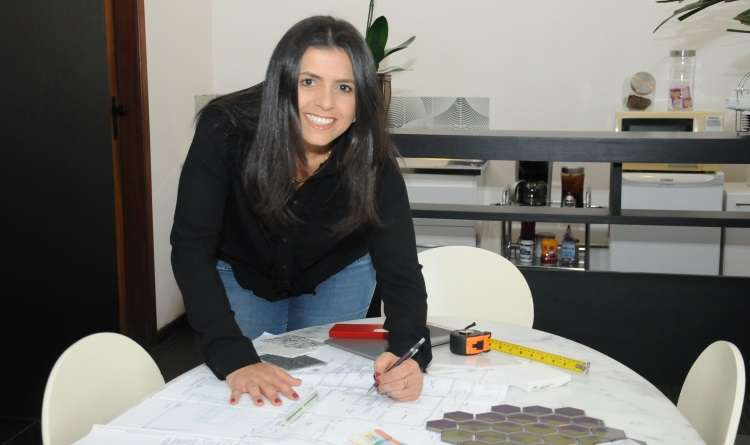 A arquiteta Juliana Cordeiro alerta que é importante observar a complexidade dos itens exigidos para cada atividade - Adriana Porto/Divulgação