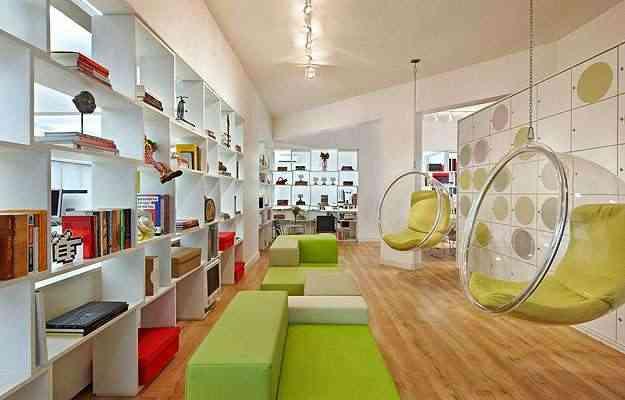 Projetos da arquiteta Edwiges Leal para um escritório de comunicação conferem ao ambiente ar descontraído e jovem (acima e abaixo)  - Jomar Bragança/Divulgação