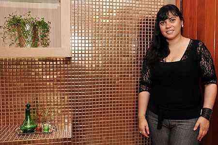 O conceito natureza e sustentabilidade nos revestimentos está em alta, segundo a designer de interiores Daniela Lauar - Eduardo de Almeida/RA Studio