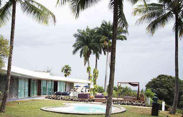 A casa da família Dalva Simão, assinada por Oscar Niemeyer, na Pampulha, é o cenário ideal para a realização da mostra - Thiago Ventura/EM/D.A Press
