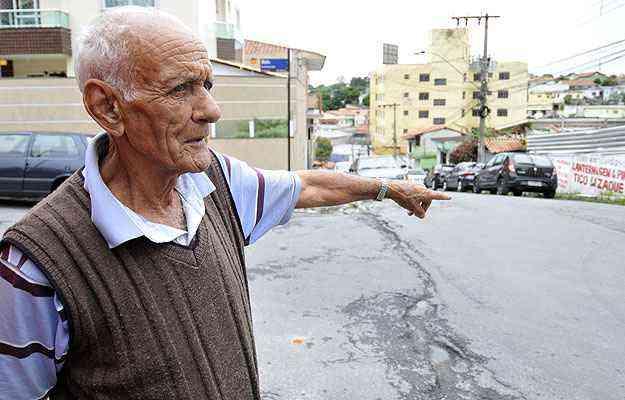 O aposentado Hamilton Duarte diz que  a Rua Alvarenga Peixoto, onde hoje é realizada a feira, era o leito de um córrego - Juarez Rodrigues/EM/D.A Press