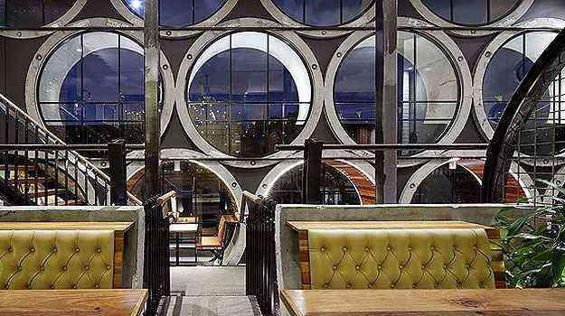 O hotel instalado em tubulações de concreto na Austrália é finalista na categoria Bar e Casa Noturna - Architizer A  Awards/Divulgação