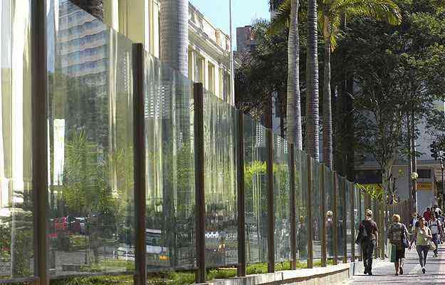 Na Região Central de Belo Horizonte, o MinasCentro foi um dos primeiros prédios públicos a aderir aos muros transparentes - Jackson Romanelli/EM/A.D PRESS