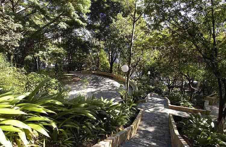 Parque Julien Rien, com mais de 14 mil metros quadrados, é ideal para o lazer e a prática esportiva - Gladyston Rodrigues/EM/D.A Press - 13/5/10