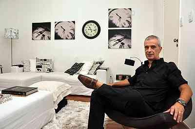O arquiteto Ed Alvarenga diz que nas salas a escolha das cores começa pelo sofá - Eduardo de Almeida/RA Studio