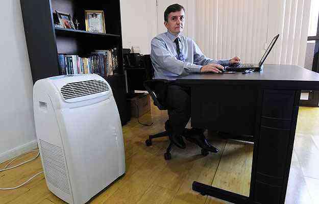 O advogado Paulo Viana Cunha alerta para a lei que proíbe a alteração da edificação para a instalação de ar-condicionado - Beto Novaes/EM/D.A Press