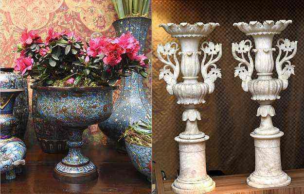 Vasos Cloisonne, da China, século 19 (esq.), e vasos de mármore Carrara Italiano, também do século 19 (dir.) - Gladyston Rodrigues/EM/D.A Press