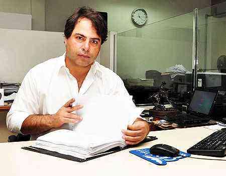 O tabelião João Renato Lara diz que a estabilidade econômica do país contribuiu para sua decisão de investir na compra de um terreno em Betim  - Eduardo de almeida/RA Studio