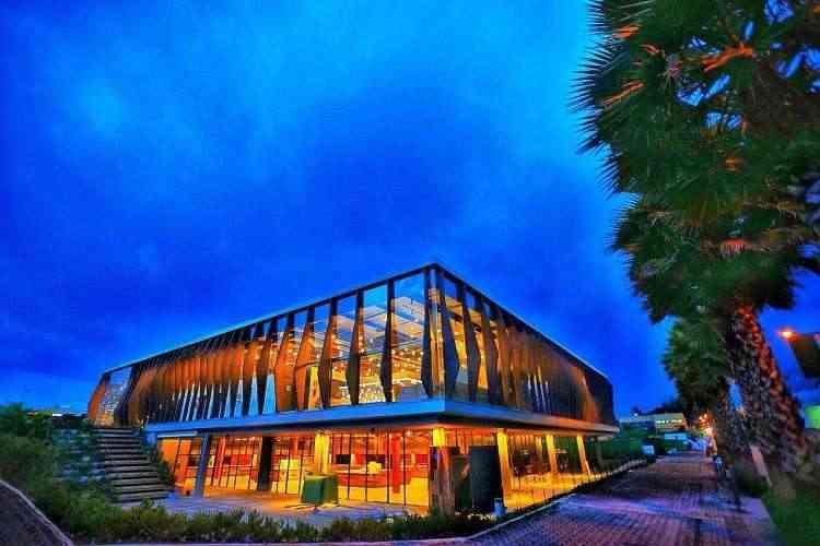 Projeto do Jardim Casa Mall, concebido e desenvolvido pela BLOC Arquitetura e ArLo Arquitetos, apresenta design bem marcante - Gustavo Belém - Studio 3K