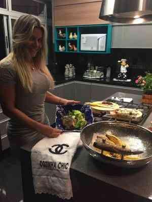Apaixonada pela gastronomia, a empresária Joelma Lanna ficou supersatisfeita com o resultado da sua cozinha  - Chendra Cahyadi/Divulgação