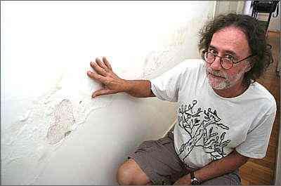João Marcos Machado tem problemas por causa de encanamentos no apartamento - Gladyston Rodrigues/AOCUBO FILMES