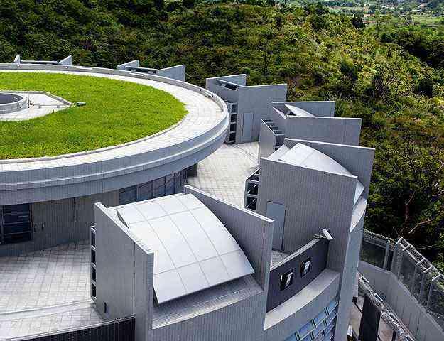 Laje gramada de prédio em Hong Kong. Telhados verdes exigem manutenção constante para evitar infiltrações  - AFP PHOTO / HO / Hong Kong Government Architectural Services Department Aerial photo