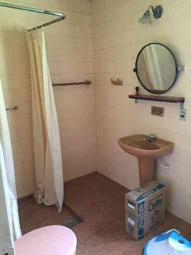 Banheiro antes da reforma - ARQUIVO PESSOAL