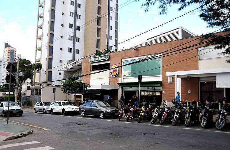 Muito movimentada, a Rua Lavras é uma das principais vias do bairro - Cristina Horta/EM/D.A Press