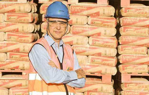 Rogério Silva, diretor comercial da atividade cimento no Brasil da Lafarge, destaca os 25% da participação da empresa no mercado mineiro - Carol Reis/Divulgação