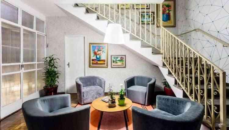 Mobília confortável e bem distribuída se sobressai nessa composição - Osvaldo Castro/Divulgação