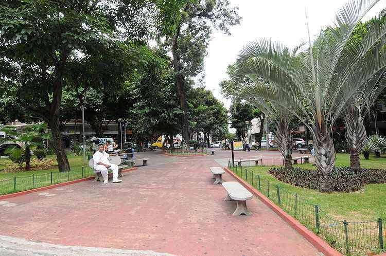 Praça da Federação é o único espaço de lazer e descanso no bairro - Beto Novaes/EM/D.A Press