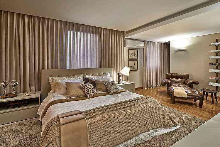A prioridade do casal, além de uma cama bem grande, era um espaço acolhedor para leitura  - Jomar Bragança/Divulgação