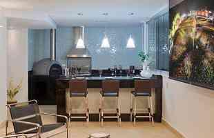 Pendentes coloridos combinam com todos os ambientes da casa. No entanto, é preciso ficar atento à decoração do espaço