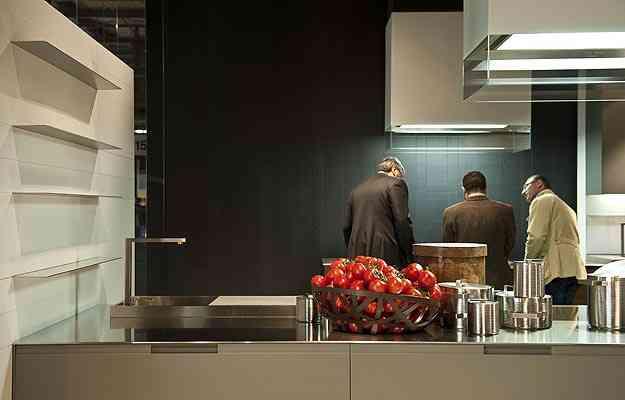 Salão de Milão 2012: cozinha onde se destaca o aço inox - Divulgação